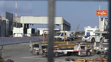 2 - Atterra a Fiumicino l'aereo con a bordo il Console Claudi e l'Ambasciatore Pontecorvo