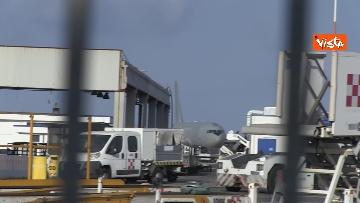 3 - Atterra a Fiumicino l'aereo con a bordo il Console Claudi e l'Ambasciatore Pontecorvo