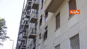 3 - Esplosione Milano, palazzina sventrata, macerie a terra, vigili del fuoco a lavoro, le immagini