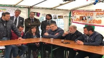 4 - Ponte Morandi, Salvini incontra gli abitanti ai confini della zona rossa