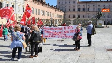 9 - Presidio lavoratori Dussmman Service in piazza Castello a Torino