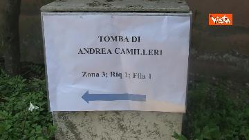 2 - Ultimo saluto a Camilleri, l'omaggio della gente: