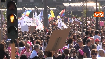 4 - Manifestazione femminista a Verona, in 20mila in corteo