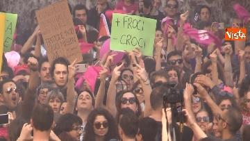 7 - Manifestazione femminista a Verona, in 20mila in corteo