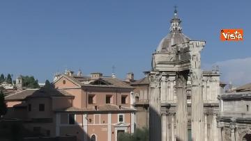 1 - Crolla tetto di una chiesa dietro al Campidoglio, le immagini dal luogo dell'incidente