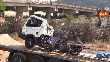 11 - Ponte Morandi, il cimitero delle auto coinvolte nel crollo