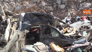 10 - Ponte Morandi, il cimitero delle auto coinvolte nel crollo