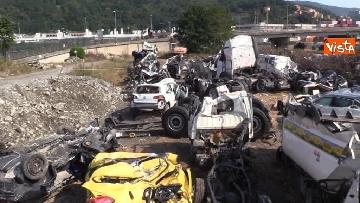 3 - Ponte Morandi, il cimitero delle auto coinvolte nel crollo