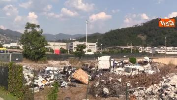 13 - Ponte Morandi, il cimitero delle auto coinvolte nel crollo