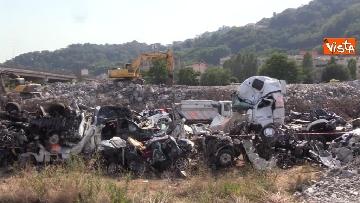 8 - Ponte Morandi, il cimitero delle auto coinvolte nel crollo