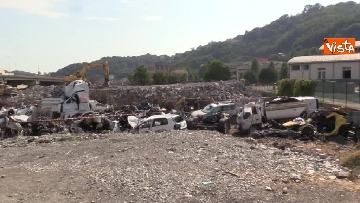 7 - Ponte Morandi, il cimitero delle auto coinvolte nel crollo