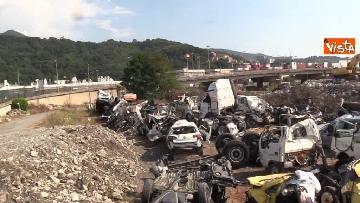 1 - Ponte Morandi, il cimitero delle auto coinvolte nel crollo