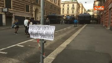 1 - Comizio Casapound a Genova, scontri tra antagonisti e polizia