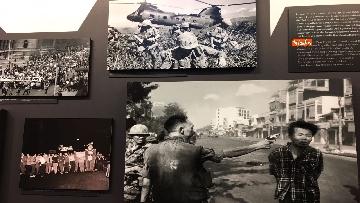 32 - 'Dreamers. 1968' Le immagini della mostra organizzata dall'AGI