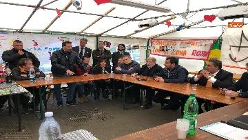 5 - Ponte Morandi, Salvini incontra gli abitanti ai confini della zona rossa