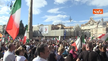 1 - No green pass, protesta a Piazza del Popolo a Roma. Le immagini