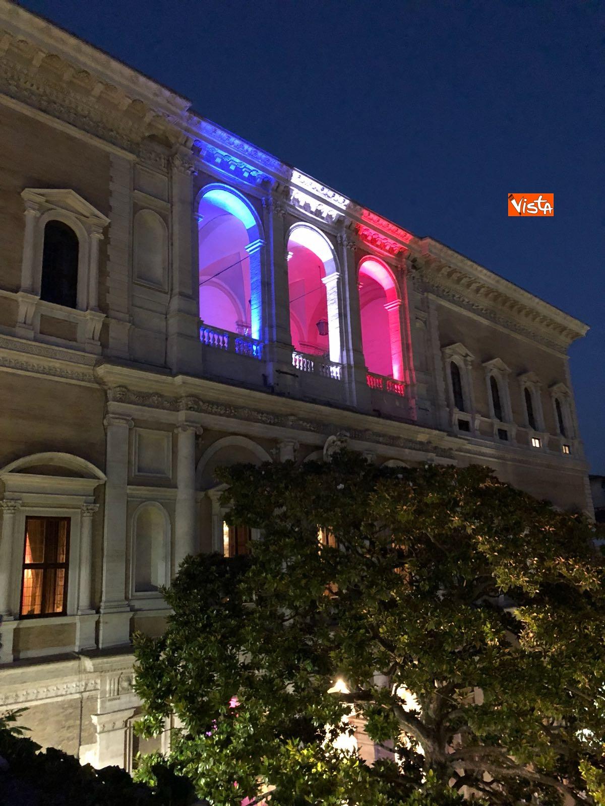 14-07-18 14 Luglio all'Ambasciata francese, nel cortile risuona l'Inno di Mameli_14