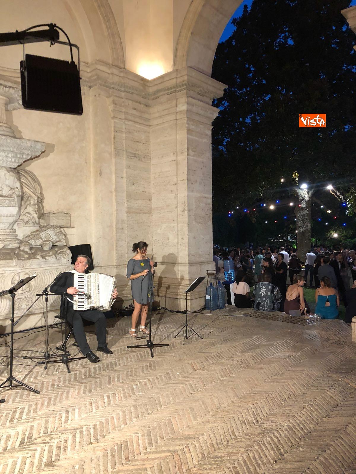 14-07-18 14 Luglio all'Ambasciata francese, nel cortile risuona l'Inno di Mameli_21