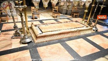 2 - Pasqua ortodossa, il rito del fuoco sacro al Santo Sepolcro di Gerusalemme