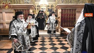 3 - Pasqua ortodossa, il rito del fuoco sacro al Santo Sepolcro di Gerusalemme
