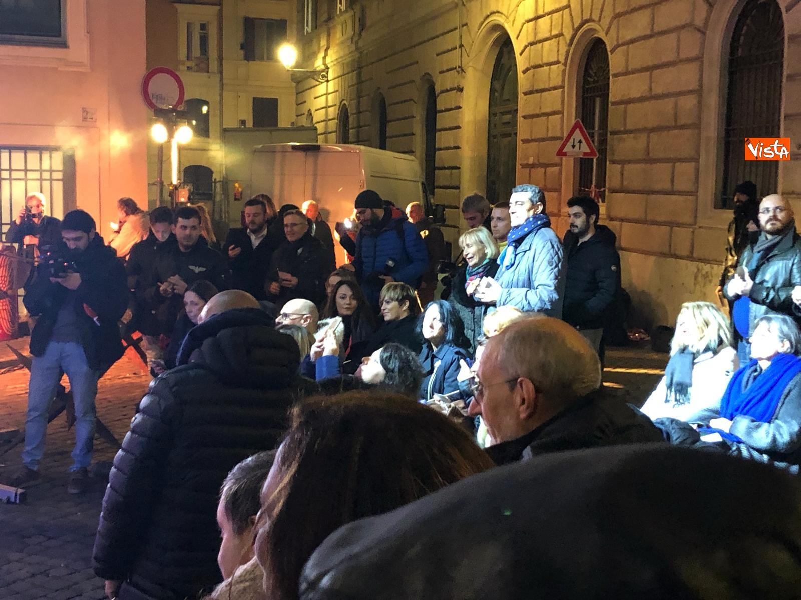 La festa di natale di Fratelli d'Italia, tra prodotti locali e tombolata sovranista