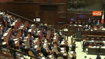 5 - Scontro in aula tra PD e Fratelli d'Italia, rissa sfiorata tra i deputati
