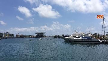 1 - Il porto di Valencia si prepara ad accogliere Aquarius, le immagini
