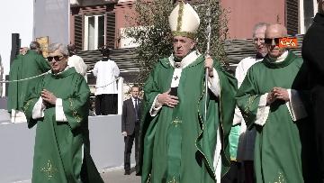 7 - Il Papa a Bari viene accolto dal presidente della Regione Puglia Michele Emiliano