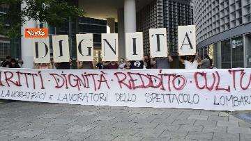 4 - Flash mob dei lavoratori dello spettacolo a Milano, le immagini del presidio