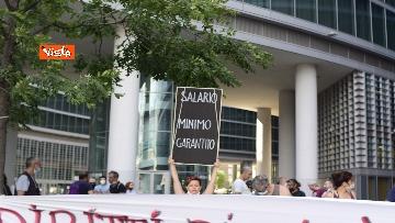 9 - Flash mob dei lavoratori dello spettacolo a Milano, le immagini del presidio