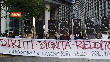 5 - Flash mob dei lavoratori dello spettacolo a Milano, le immagini del presidio