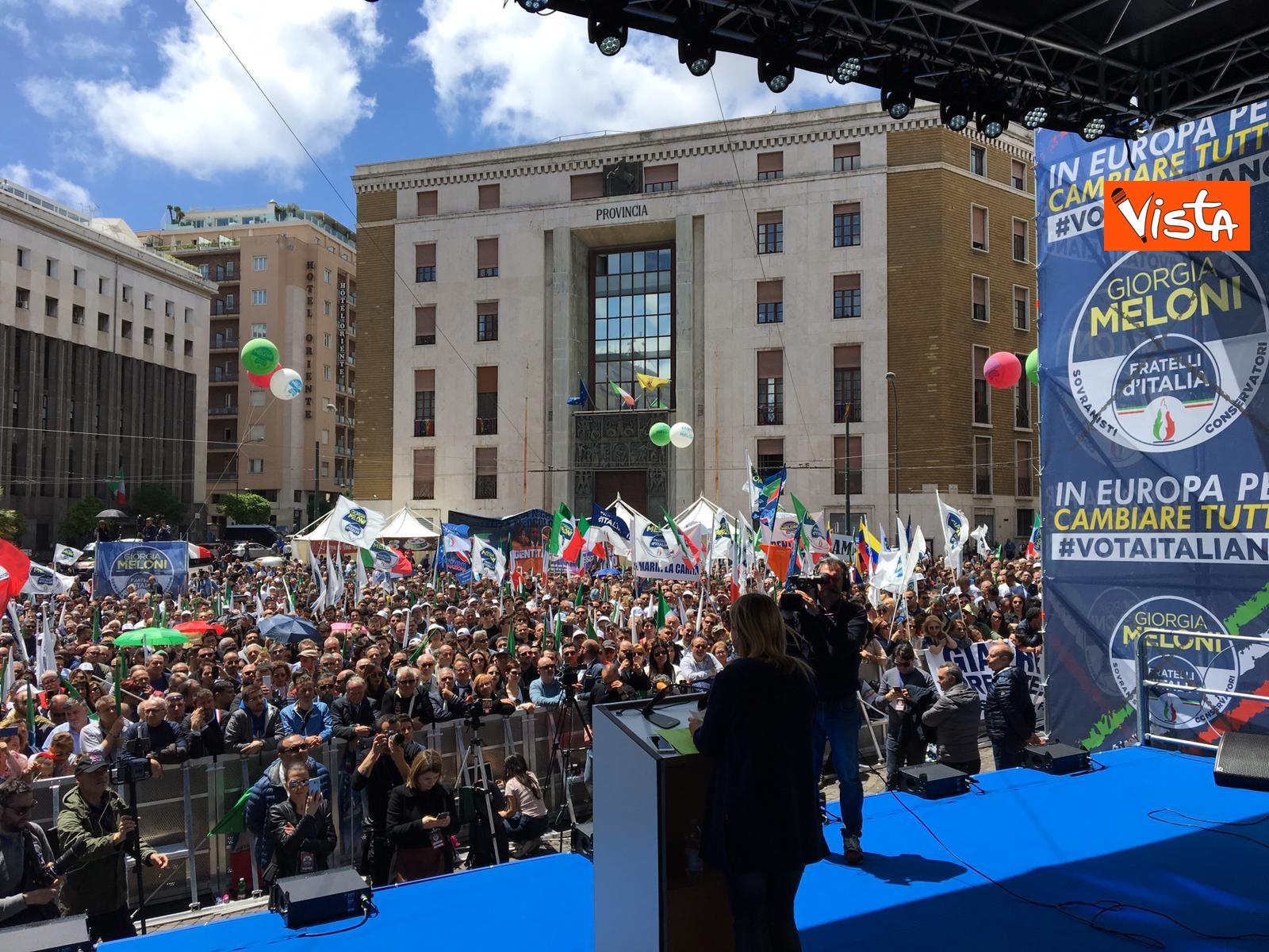 19-05-19 Europee Meloni a Napoli piazza gremita di gente per il comizio della leader di FdI_07