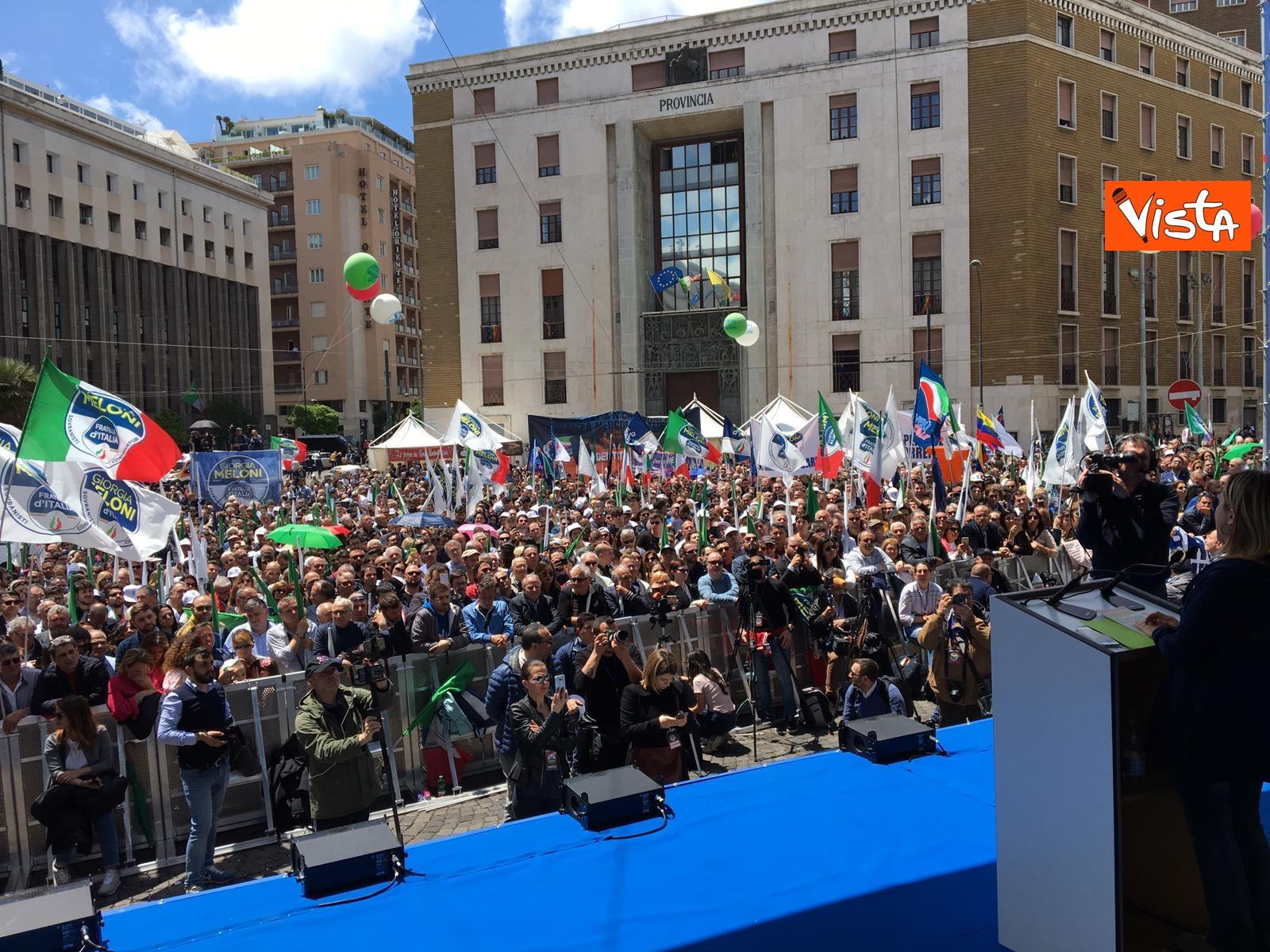 19-05-19 Europee Meloni a Napoli piazza gremita di gente per il comizio della leader di FdI_02