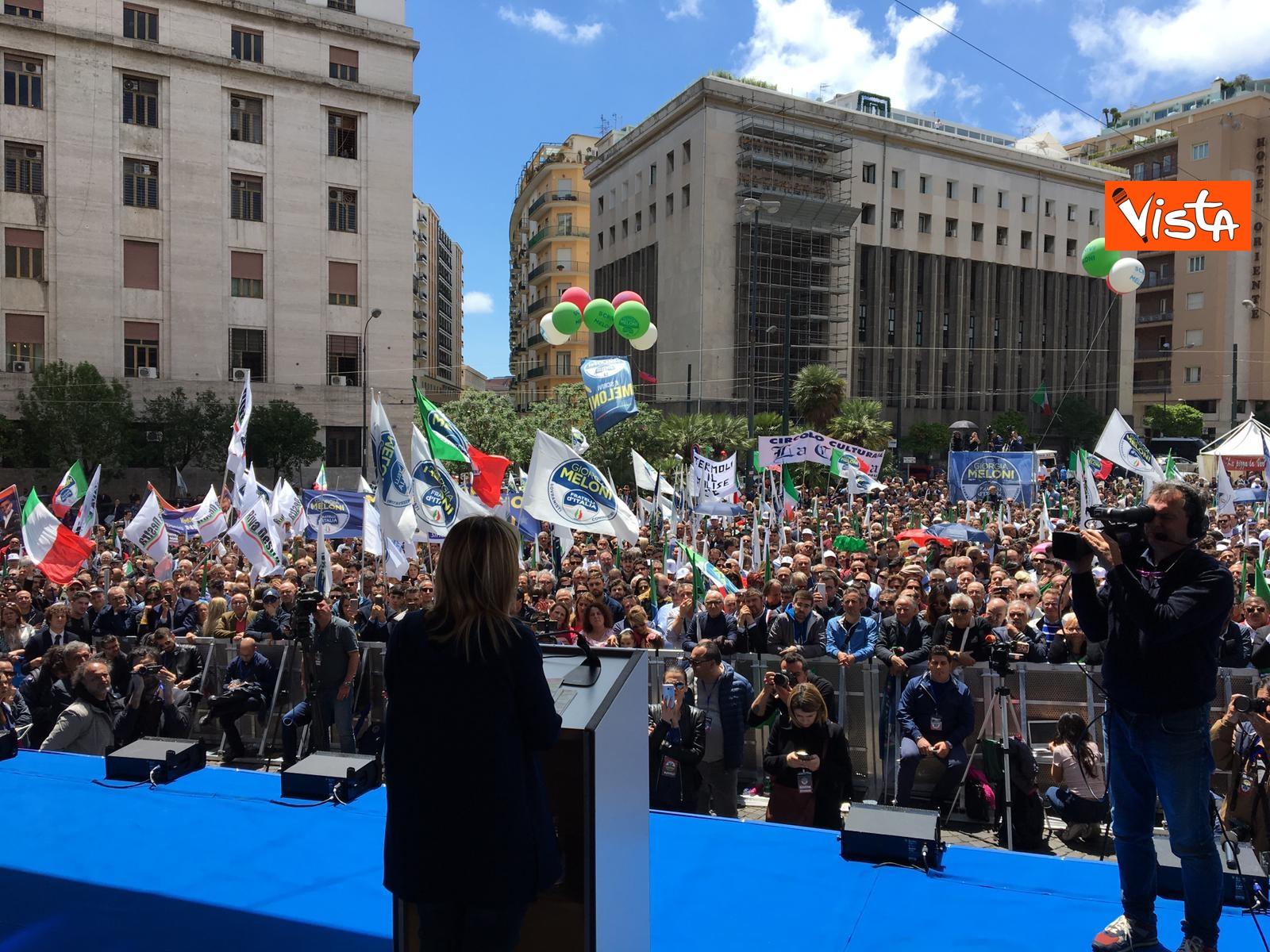 19-05-19 Europee Meloni a Napoli piazza gremita di gente per il comizio della leader di FdI_03