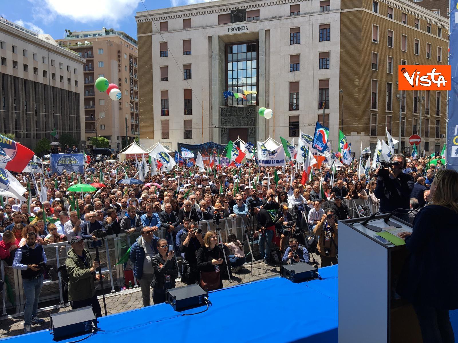 19-05-19 Europee Meloni a Napoli piazza gremita di gente per il comizio della leader di FdI_04