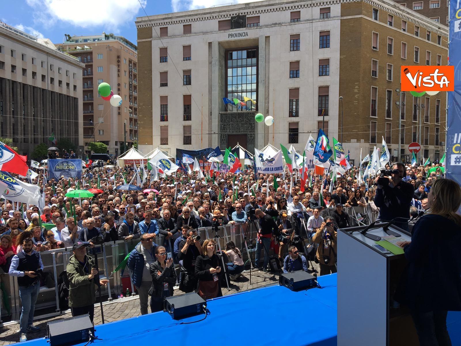 19-05-19 Europee Meloni a Napoli piazza gremita di gente per il comizio della leader di FdI_05