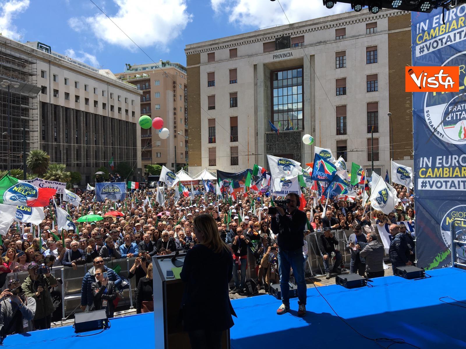 19-05-19 Europee Meloni a Napoli piazza gremita di gente per il comizio della leader di FdI_10