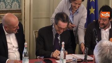 1 - Salvini e Fontana alla sottoscrizione dell'accordo riguardante la promozione della Sicurezza Integrata