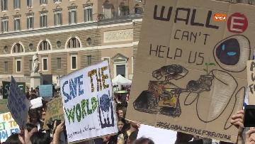 1 - Greta Thunberg alla manifestazione per il clima a Roma