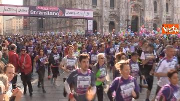 4 - Al via la Stramilano, 60mila runner nelle strade della città