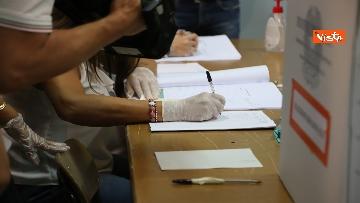 3 - Emiliano ha votato a Bari nell'Istituto scolastico