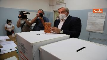 7 - Emiliano ha votato a Bari nell'Istituto scolastico