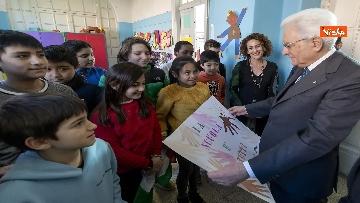 17 - Mattarella visita a sorpresa scuola D. Manin a Roma