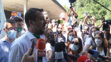 """6 - Salvini in periferia a Milano: """"Violenza sessuale apice di questo degrado"""""""