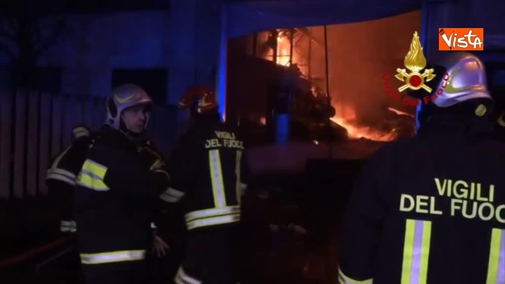 07-04-18 Incendio a San Donato Milanese immagini intervento vigili nella fabbrica 00_395909811340292854273