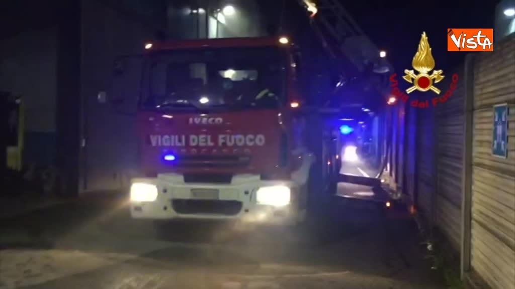 07-04-18 Incendio a San Donato Milanese immagini intervento vigili nella fabbrica 00_396767538933778224912