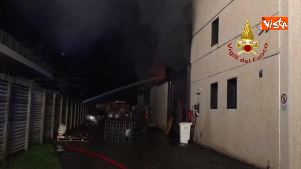 07-04-18 Incendio a San Donato Milanese immagini intervento vigili nella fabbrica 00_395330040270650253604