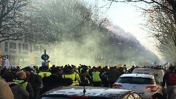 4 - Gilet Gialli sfilano agli Champs Elysee per la 14esima settimana di mobilitazione consecutiva