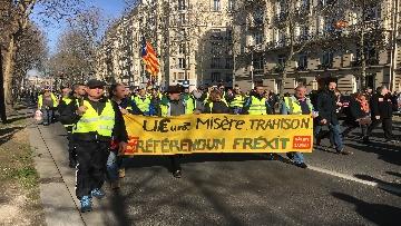 10 - Gilet Gialli sfilano agli Champs Elysee per la 14esima settimana di mobilitazione consecutiva