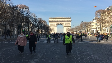 2 - Gilet Gialli sfilano agli Champs Elysee per la 14esima settimana di mobilitazione consecutiva